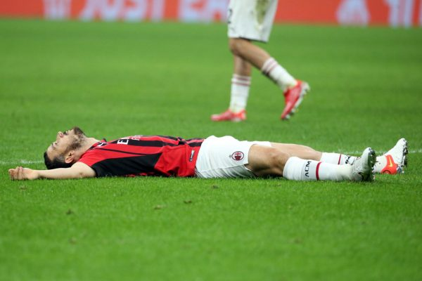 AC Milan full-back Alessandro Florenzi underwent surgery on his left knee on Friday. He will have to rest for about a month.